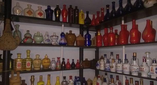 衡水市民孫杰酒瓶收藏愛好者兩年收藏酒瓶六百多種圖片